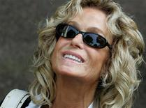 <p>U.S. actress Farrah Fawcett smiles as she arrives at Municipal Court to serve jury duty in Beverly Hills on July 6, 2005. REUTERS/Mario Anzuoni</p>