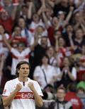 <p>Jogador Mario Gomez do Stuttgart comemora gol em jogo contra o Hamburgo. 12/04/2009. REUTERS/Thomas Bohlen</p>
