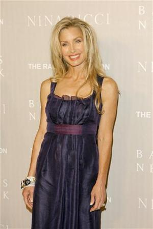 Actress Heather Thomas arrives at a gala dinner and fashion show hosted by Barney's of New York and Nina Ricci to benefit the Rape Foundation in Los Angeles, California April 26, 2006. REUTERS/Lucas Jackson