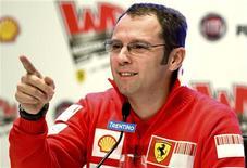 <p>A Ferrari vai abandonar o uso do novo sistema Kers, que transforma a energia das freadas em potência para o motor, no Grande Prêmio da China, no próximo domingo, disse o chefe da equipe, Stefano Domenicali, na quinta-feira. REUTERS/Stefano Rellandini</p>