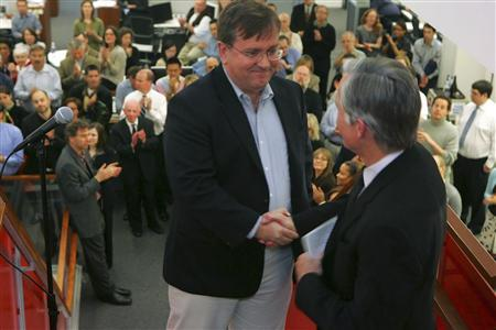 New York Times reporter David Barstow (front L) shakes hands with Executive Editor Bill Keller (front R) in the newsroom of the Times in New York, April 20, 2009. Barstow is the winner of the 2009 Pulitzer Prize for Investigative Reporting. REUTERS/Ruby Washington/The New York Times/Handout