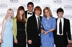<p>Cast of Harry Potter and the Order of the Phoenix (L-R) Evanna Lynch, Bonnie Wright, Matthew Lewis, Rupert Grint, Emma Watson and Daniel Radcliffe pose after winning the Family film award at the first ever National Movie Awards at the Royal Festival Hall in London September 28, 2007. REUTERS/Luke MacGregor</p>