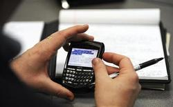 "<p>Tom Skidmore, who was laid off in December from his sales career with Nortel, checks his Blackberry during a ""job club"" at the Prince of Peace Catholic Church in Olathe, Kansas February 25, 2009. REUTERS/Dave Kaup (UNITED STATES)</p>"