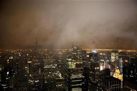 A view of the Manhattan skyline during Earth Hour in New York March 28, 2009. REUTERS/Eric Thayer