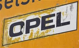 <p>An Opel sign is pictured near the General Motors German unit Opel's headquarters in Ruesselsheim April 23, 2009. REUTERS/Johannes Eisele</p>