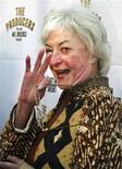 """<p>Foto de archivo que muestra a la actriz Bea Arthur llegando a la noche inaugural del musical """"The Producers""""en Hollywood Mayo 29, 2003. La laureada actriz Bea Arthur, más conocida como la estrella de las exitosas comedias de televisión """"Maude"""" y """"Golden Girls"""", murió a los 86 años, informaron el sábado sitios de internet de entretenimiento. REUTERS/Fred Prouser/Files (ESTADOS UNIDOS)</p>"""