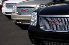 <p>GMC cars are displayed at the Peoria Pontiac GMC car dealership in Peoria, Arizona April, 25 2009.REUTERS/Joshua Lott</p>