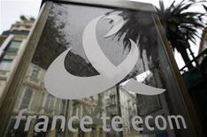 <p>La croissance organique de France Télécom a ralenti à 0,4% au premier trimestre, malgré une solide résistance de son activité française, entraînant une dégradation de 1,7 point de sa marge d'Ebitda à 33,9%. /Photo d'archives/REUTERS/Eric Gaillard</p>