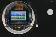 <p>Le taïwanais Acer, numéro trois mondial des fabricants d'ordinateurs, a réduit sa prévision de croissance des ventes de netbooks, ces petits ordinateurs à bas coûts, après avoir publié des résultats moins bons que prévu, soulignant la prudence de mise sur les perspectives du secteur. /Photo d'archives/REUTERS/Nicky Loh</p>