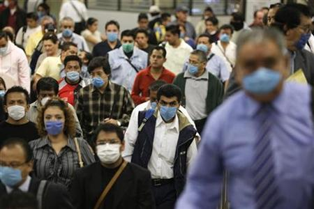 Commuters wear protective masks at a subway station in Mexico City, April 29, 2009. REUTERS/Daniel Aguilar