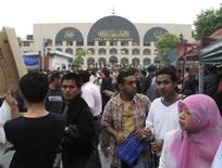 <p>People gather outside a mosque in Yiwu, Zhejiang province, after prayers April 24, 2009. Yiwu does feel like home for many Arabs and Muslims because the town has become a magnet for merchants from Afghanistan to South Africa. Picture taken April 24, 2009. REUTERS/Jason Subler</p>