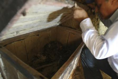 Egyptian archaeologist Abdul Rahman Ayedi opens a coffin in a newly discovered tomb dating to the Second Pharaonic Dynasty, near El-Lahun Pyramid in Faiyum, 130 km (80 miles) southwest of Cairo, May 5, 2009, The tomb was found inside a necropolis consisting of dozens of other rock-cut tombs dating to the Middle (ca. 2061-1786 BC) and New (ca. 1569-1081 BC) Kingdoms and the 22nd Dynasty (ca. 931-725 BC). REUTERS/Amr Abdallah Dalsh