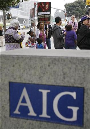Protesters gather outside the AIG building in Los Angeles, March 19, 2009. REUTERS/Mario Anzuoni