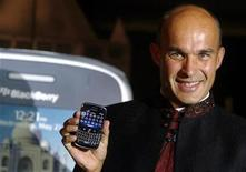 "<p>Jim Balsillie,co-chief executive of Research In Motion (RIM), poses with the new ""Blackberry Bold"" handset during its launch in Mumbai September 18, 2008. REUTERS/Punit Paranjpe</p>"