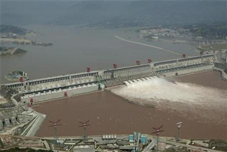 An aerial view shows the Three Gorges Dam on the Yangtze River in Yichang, central China's Hubei province, September 16, 2007. REUTERS/Stringer