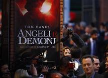 """<p>Ator Tom Hanks em entrevistas enquanto chega para a estreia de """"Anjos e Demônios"""" em Roma. 04/05/2009. REUTERS/Alessia Pierdomenico</p>"""