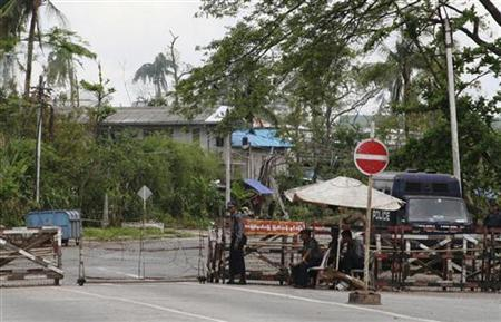 Security personnel are seen at the junction of University Avenue, in which the residence of opposition leader Aung San Suu Kyi is located, in Yangon May 27, 2008. REUTERS/Aung Hla Tun