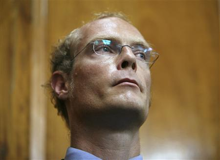 Kenya's most famous white settler Tom Cholmondeley listens during the proceedings of his case at the High Court in Nairobi, May 7, 2009. REUTERS/Antony Njuguna