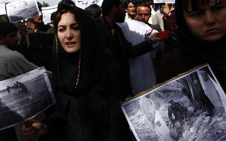 Female Kabul university students attend a protest against U.S. air strikes, in Kabul May 10, 2009. Several hundreds students from the Kabul university stage a protest against the recent civilian causality in Farah province by the U.S. air strikes, on Sunday. REUTERS/Ahmad Masood