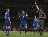 <p>Meio-campista Fletcher, do Manchester United, recebe cartão vermelho na semifinal da Liga dos Campeões contra o Arsenal em Londres. 05/05/2009. REUTERS/Stringer</p>