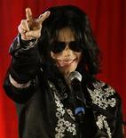 <p>Foto de arquivo do cantor pop star norte-americano Michael Jackson em uma coletiva de imprensa em Londres. 05/03/2009. REUTERS/Stefan Wermuth</p>