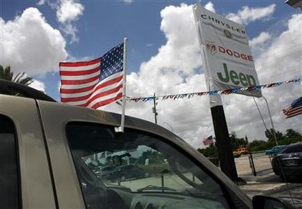 A U.S. flag is seen on a Jeep vehicle at the DBA Tamiami Chrysler Jeep Dodge dealership in Miami, Florida May 14, 2009. DBA Tamiami is one of the 789 dealerships affected. REUTERS/Carlos Barria