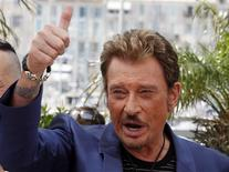 "<p>Cast member Johnny Hallyday poses during a photocall for the film ""Vengeance"" by director Johnnie To at the 62nd Cannes Film Festival May 17, 2009. REUTERS/Jean-Paul Pelissier</p>"