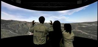 <p>Uno schermo digitale panoramico. REUTERS/Kiyoshi Ota</p>