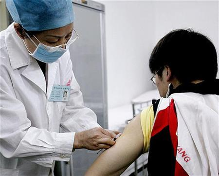 A Chinese volunteer receives a trial AIDS vaccine in the Disease Control and Prevention Center of south China's Guangxi Zhuang Autonomous Region March 12, 2005. REUTERS/China Newsphoto