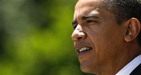 """<p>Президент США Барак Обама выступает в Розовом саду Белого дома в Вашингтоне 19 мая 2009 года. Президент США Барак Обама во вторник предложил закон о введении новых топливных стандартов для автомобилей с тем, чтобы уменьшить зависимость страны от импорта углеводородов, сократить выброс """"парниковых"""" газов в атмосферу и ускорить разработку новых экологичных моделей автомобильными компаниями. REUTERS/Kevin Lamarque</p>"""