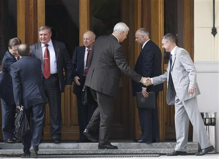 Russian officials greet each other outside a foreign ministry mansion in Moscow before nuclear weapon talks with U.S. negotiators May 20, 2009. REUTERS/Denis Sinyakov