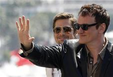 """<p>Diretor Quentin Tarantino e Brad Pitt, membro do elenco de seu filme """"Inglourious Basterds"""" no 62o Festival de Cannes. 20/05/2009. REUTERS/Vincent Kessler</p>"""