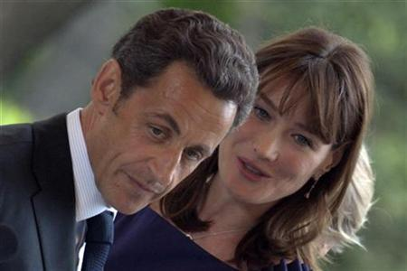 France's First Lady Carla Bruni-Sarkozy speaks with her husband France's President Nicolas Sarkozy at a meeting with the French community in Madrid on the first day of a two-day state visit to Spain April 27, 2009. REUTERS/Philippe Wojazer