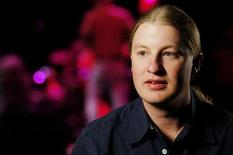 <p>Guitarist Derek Trucks speaks before his sold-out concert in Washington April 8, 2006. REUTERS/Evan Sisley</p>