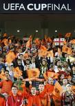 <p>Torcedores do Shakhtar Donetsk comemoram após vitória da Copa da Uefa, em Istambul. 20/05/2009. REUTERS/Osman Orsal</p>