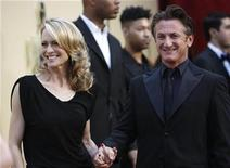 "<p>Best actor nominee Sean Penn from the film ""Milk"" and his wife Robin Wright Penn pause on the red carpet as they arrive at the 81st Academy Awards in Hollywood, California February 22, 2009. REUTERS/Mario Anzuoni</p>"