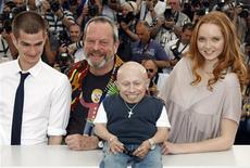 "<p>Director Terry Gilliam (2nd L) poses with cast members Verne Troyer (C), Lily Cole (R) and Andrew Garfield during a photocall for his film ""The imaginarium of Doctor Parnassus"" at the 62nd Cannes Film Festival May 22, 2009. REUTERS/Eric Gaillard</p>"
