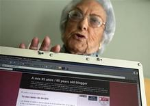 "<p>María Amelia López, meglio conosciuta come ""la nonna dei blog"". To match feature SPAIN-CYBERGRANNY. REUTERS/Miguel Vidal (SPAIN)</p>"