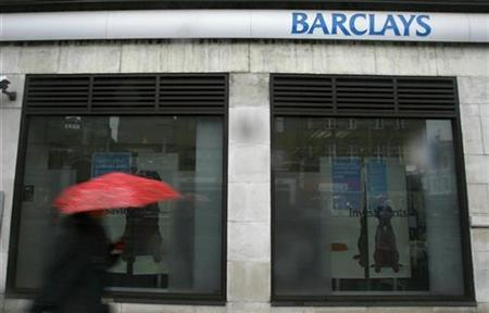 A pedestrian passes a branch of Barclays bank in Kensington, London February 9, 2009. REUTERS/Andrew Winning