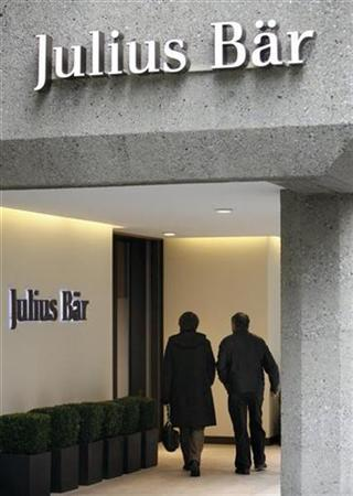 People enter the Swiss bank Julius Baer Group in Zurich February 6, 2009. REUTERS/Arnd Wiegmann