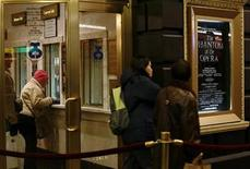 <p>Theatergoers stand in line to purchase tickets for the Phantom of the Opera in New York November 29, 2007. REUTERS/Shannon Stapleton</p>