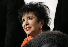 <p>Foto de arquivo da atriz Elizabeth Taylor em Los Angeles. 01/12/2007. REUTERS/Mario Anzuoni</p>