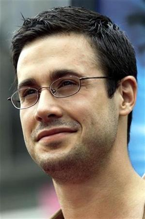 Actor Freddie Prinze Jr., who stars as Fred, arrives at the world premiere of the film Scooby Doo June 8, 2002 in Hollywood, California. REUTERS/Robert Galbraith