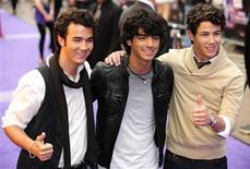 <p>Jonas Brothers chegam para a estreia de seu filme em Leicester Square em Londres. 13/05/2009. REUTERS/Toby Melville</p>