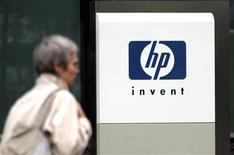 <p>Hewlett-Packard annonce son intention de supprimer 5.700 emplois en Europe, au Moyen-Orient et en Afrique au cours des deux prochaines années. /Photo d'archives/REUTERS/Charles Platiau</p>