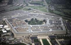<p>Вид на Пентагон 28 сентября 2008 года. Министерство обороны Соединенных Штатов планирует создать штаб для ведения оборонительных и наступательных операций на новой сцене боевых действий - в киберпространстве, сообщила в пятницу газета New York Times. REUTERS/Jason Reed</p>