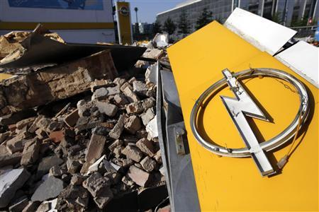 A destroyed logo of German car manufacturer Opel is seen at a former car dealer in Berlin May 26, 2009. REUTERS/Pawel Kopczynski
