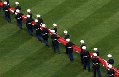 <p>U.S. Marines carry the American flag across the outfield before pre-game ceremonies for the New York Mets' home opener against the San Diego Padres at Citi Field in New York, April 13, 2009. REUTERS/Mike Segar</p>
