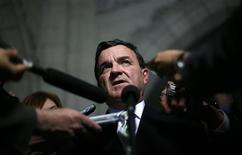 <p>Finance Minister Jim Flaherty speaks to journalists in the foyer of the House of Commons on Parliament Hill in Ottawa May 26, 2009. REUTERS/Chris Wattie</p>