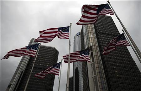 Flags wave in front of the General Motors Corp world headquarters in downtown in Detroit, May 28, 2009. REUTERS/Mark Blinch